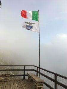 bandiere sul monte baldo lago di garda
