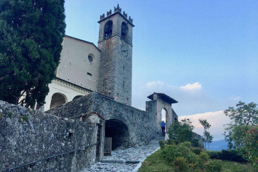 Fortezza a difesa della valle e testimonianza di arte e fede