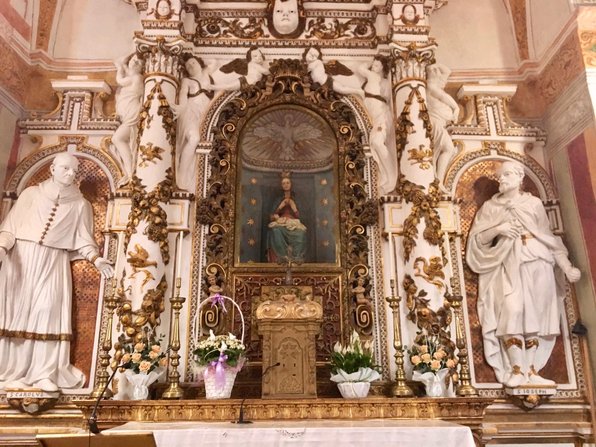 Altare della Madonna nel Santuario di Sabbio Chiese